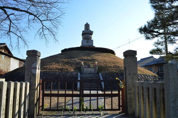 豊国神社の前にある「耳塚」