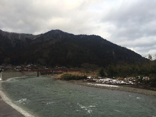 美山を流れる由良川