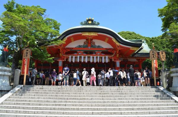 内拝殿にはたくさんの観光客