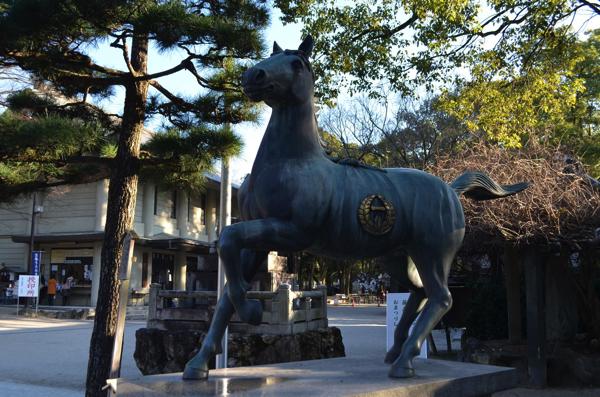 藤森神社の神馬像