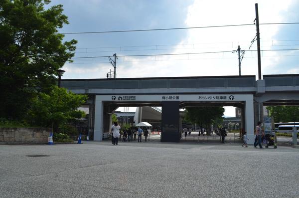 JR山陰本線の高架下の先に京都鉄道博物館が!?