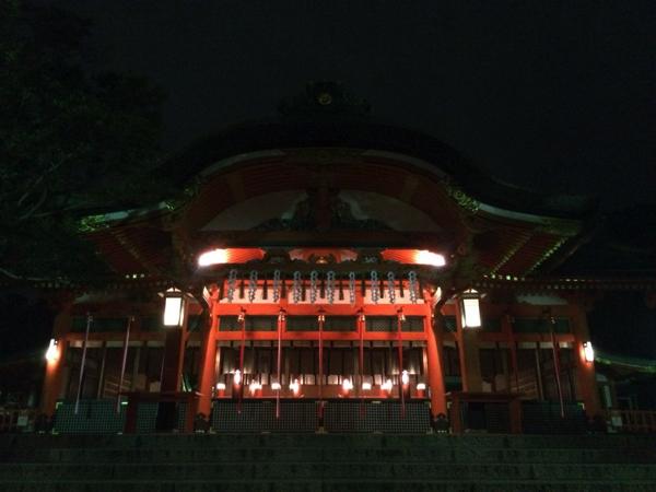本殿の前面に接している内拝殿