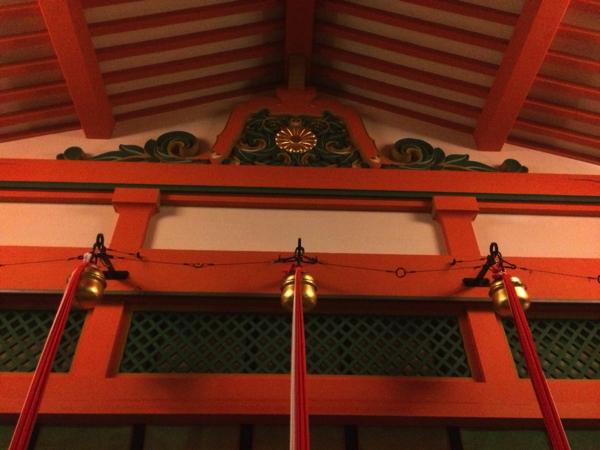 内拝殿の鈴