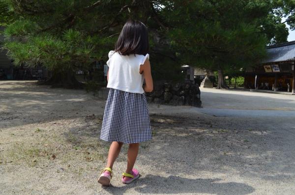 スマホの画面を見ながら歩く「歩きスマホ」