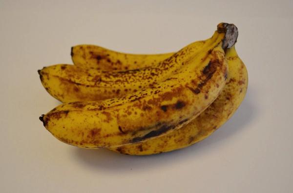 バナナは1房まるまる使用
