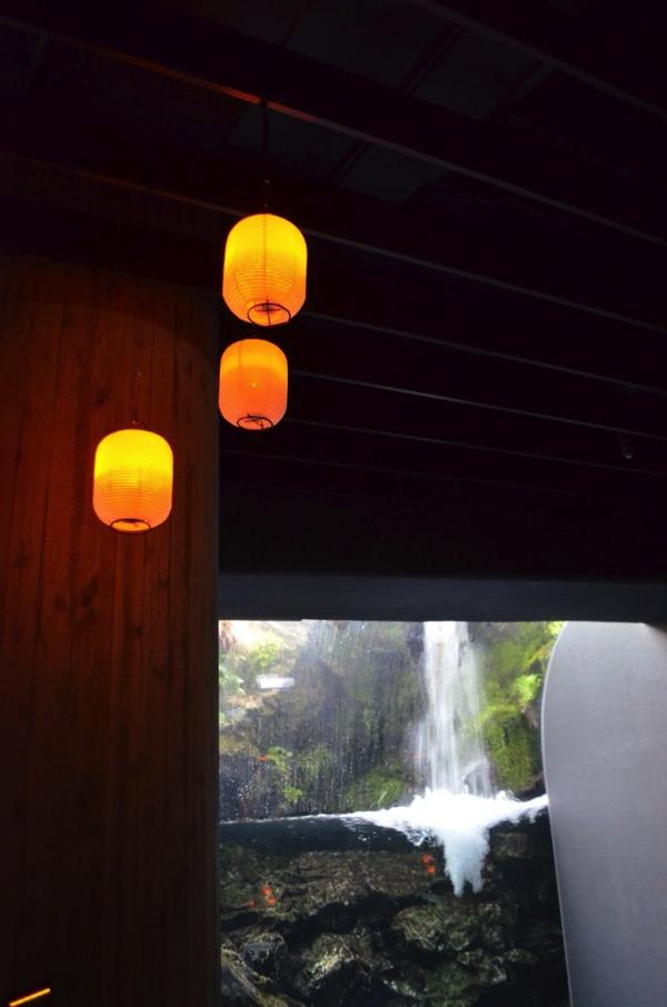 京の川ゾーンに飾られた提灯