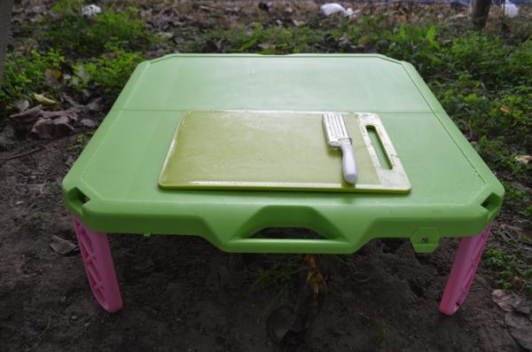 まな板とテーブルがあればカットしやすい