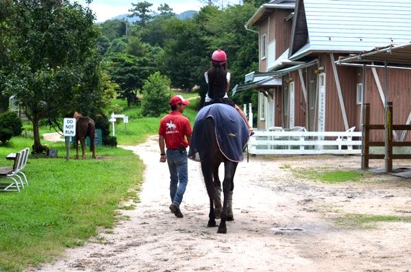[鳥取]大山乗馬センターで子どもは馬に乗って、競馬好きのワイは引退馬に会えて、テンション上がる!! | ごりらのせなか