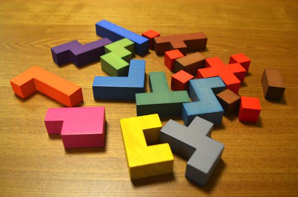 クッソ!! 3歳から遊べる知育パズル「KATAMINO(カタミノ)」がワイには難しすぎる!! | ごりらのせなか