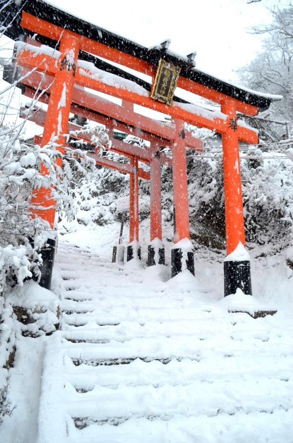 雪の日の稲荷山「四ツ辻」