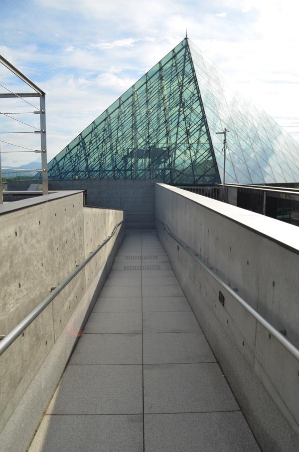 ピラミッドの上の展望台
