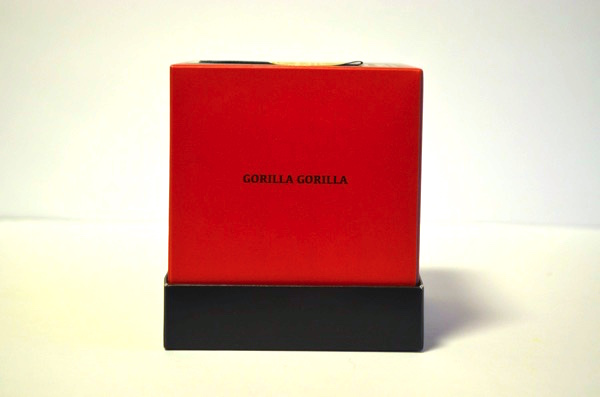 「GORILLA GORILLA」と書かれている