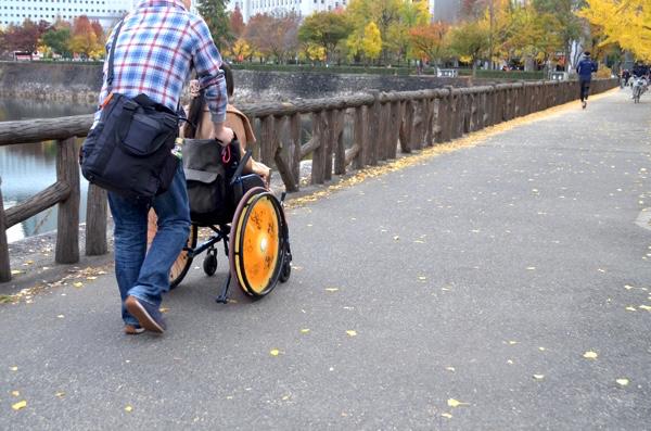 大阪城公園を車椅子で1周する