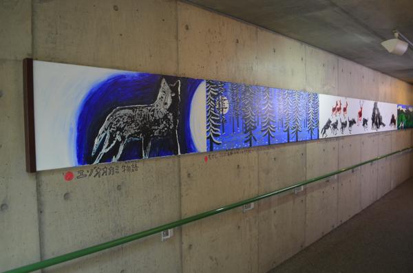 オオカミの森の壁に飾られている絵