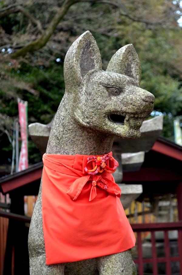 花山稲荷神社のきつね像(右側)