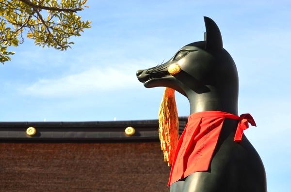 [京都・伏見稲荷]白狐(きつね)に出会いながら稲荷山の山頂を目指せ! | ごりらのせなか