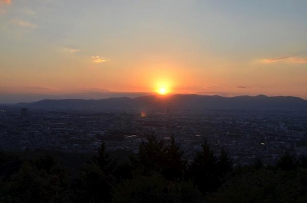 穴場から眺める夕陽