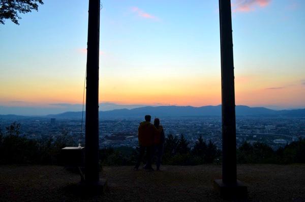 稲荷山で京都市内を一望できるスポット! デートにおすすめの穴場があるよ! | ごりらのせなか