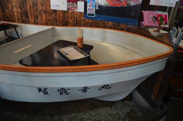 船のカタチの座席もある!