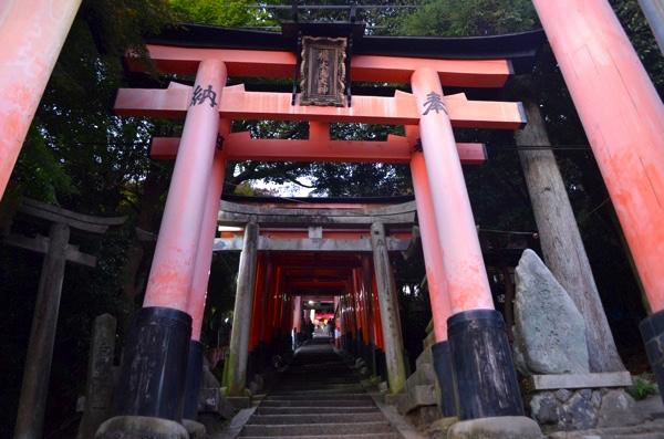田中社(権太夫大神)へ続く階段