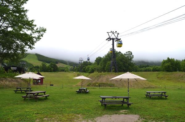 ゴンドラ乗り場の近くにある「雲のしたカフェ」