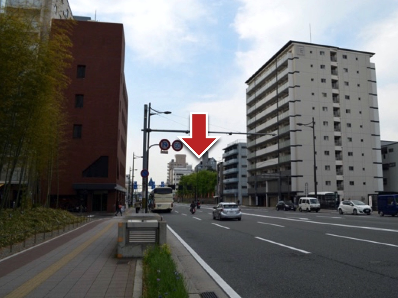 京都駅の南西にある