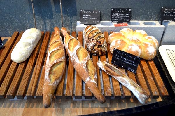 パンの陳列が良い感じ!