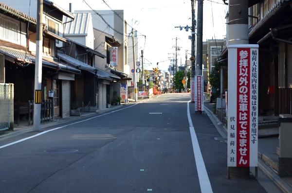 一方通行の狭い道路
