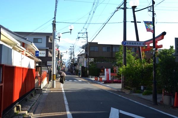 JR奈良線・稲荷駅