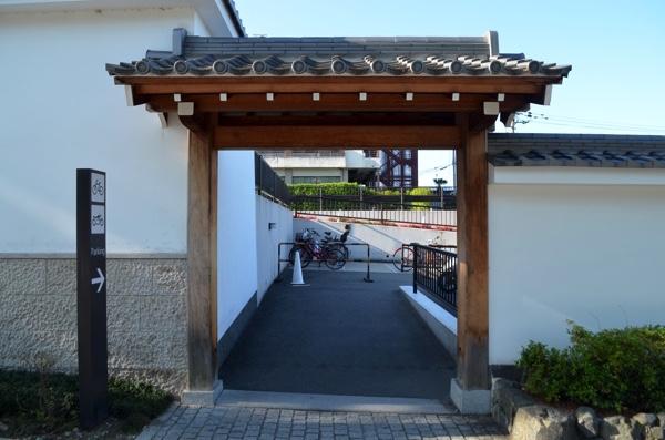 伏見稲荷大社の駐輪場の出入口