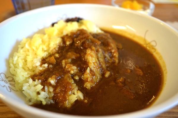 伏見稲荷のモーニングは「Cafe ゆるり -yururi- 」で朝カレー。 落ち着いた空間でほっこり過ごせるよ! | ごりらのせなか