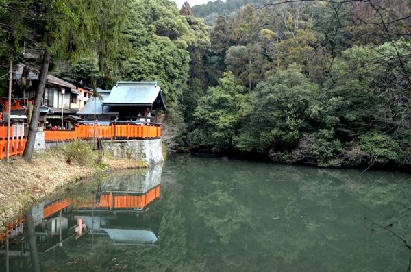 熊鷹社と新池