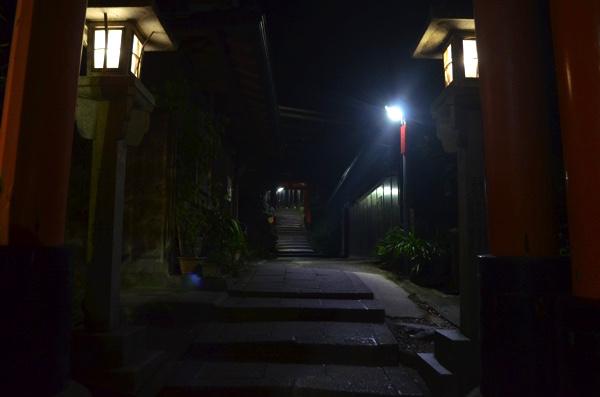 三ツ辻・「三玉亭(みたまてい)」の前の道