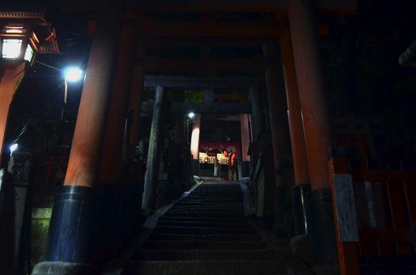 階段を上る途中