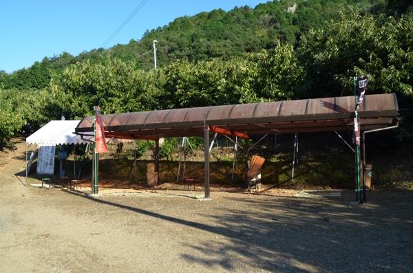 屋根付きの休憩スペース