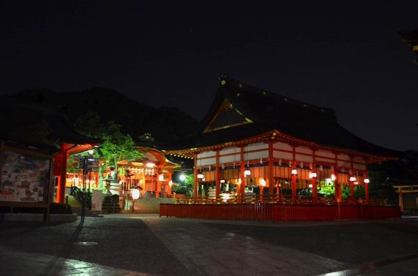 伏見稲荷大社の外拝殿と内拝殿