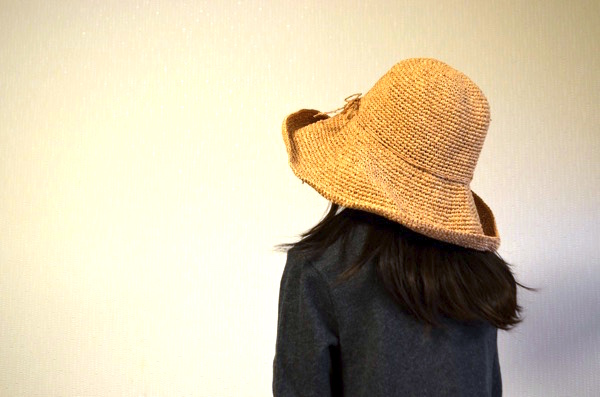 「つば」が大きいタイプの帽子