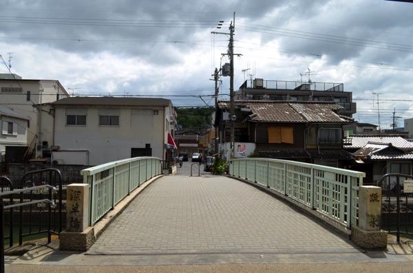 琵琶湖疎水を渡る