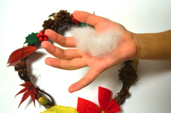 綿を使うとクリスマスっぽい雰囲気に!