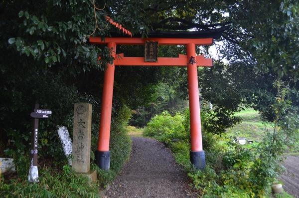 大岩神社の参道入り口の鳥居