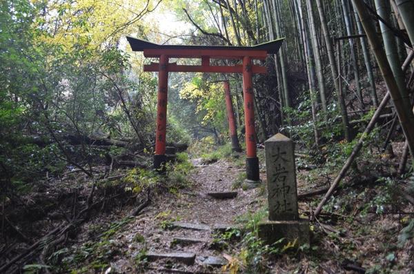 大岩神社の参道にある鳥居
