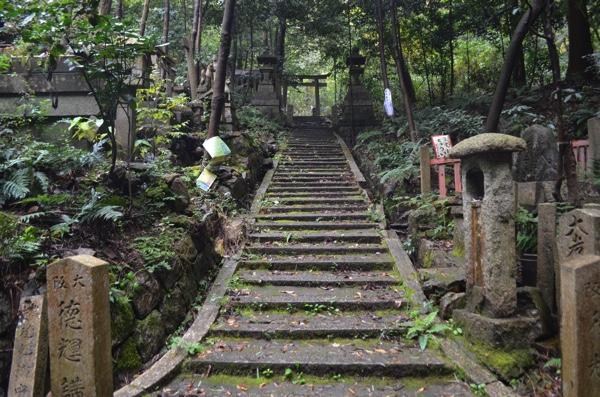 大岩神社への道はまだまだ続く!