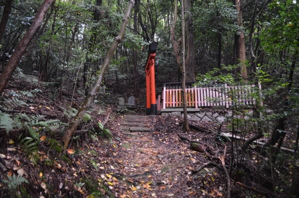 山道に点在している神社