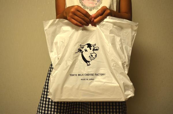 袋にもかわいい牛のイラスト