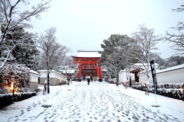 雪の日の伏見稲荷「表参道」