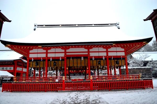 雪の日の伏見稲荷「外拝殿」