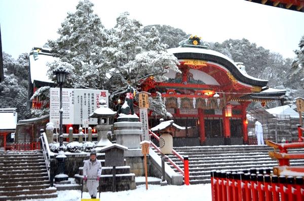 雪の日の伏見稲荷「内拝殿」