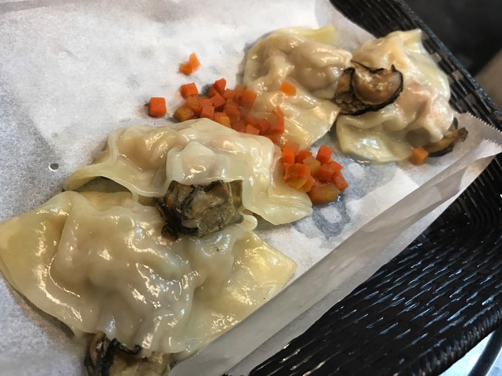 牡蠣の蒸しギョーザ