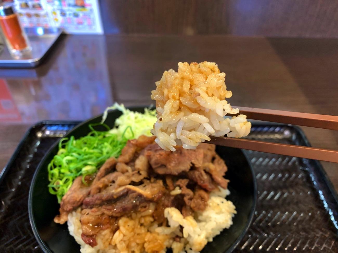 タレと肉汁がしみたご飯も美味しい!