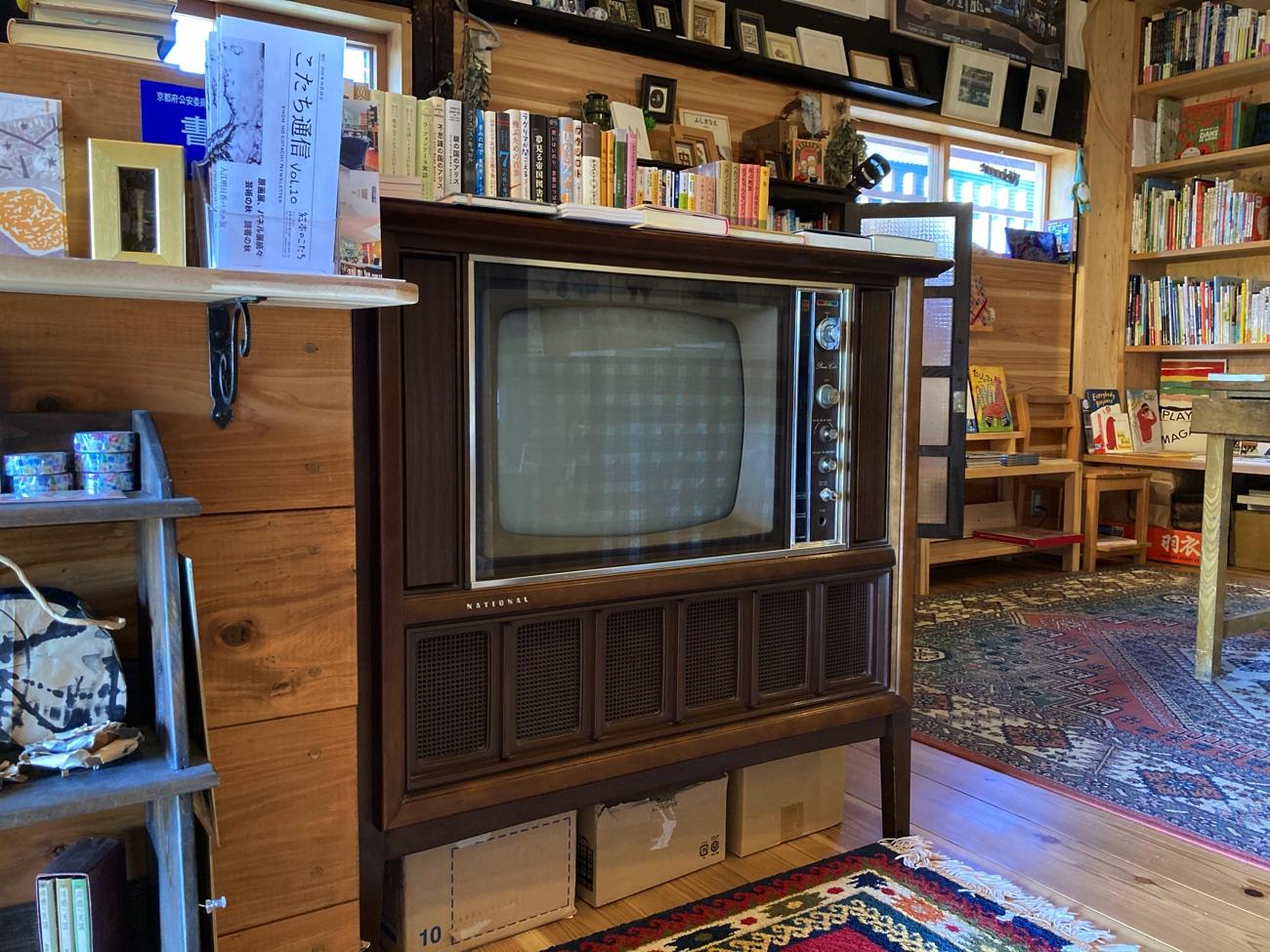 テレビ台をカウンターに利用